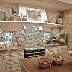 Kitchen by Urbana Interiorismo