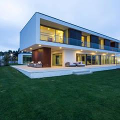 Casa PL: Casas  por Atelier Lopes da Costa