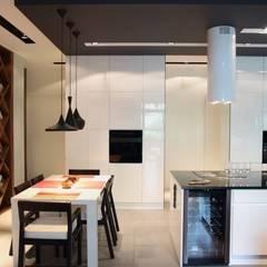 apartament Warszawa Mokotów: styl , w kategorii Jadalnia zaprojektowany przez SHOQ STUDIO Architektura i wnętrza,