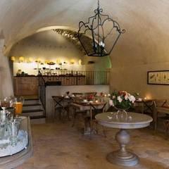 Hoteles de estilo  por L'arte del cotto