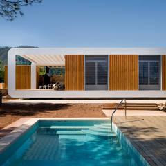 El Refugio Inteligente: Casas de estilo  de NOEM, Moderno