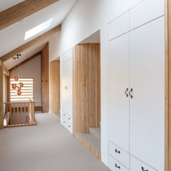 Corridor & hallway by Whitaker Studio,