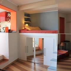Camera da letto in stile  di UAU un'architettura unica