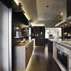 Cuisine de style  par Alessandro Isola Ltd, Moderne