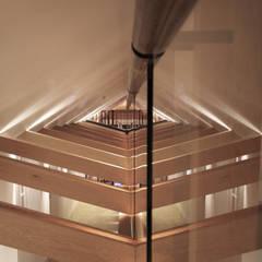 Couloir et hall d'entrée de style  par Alessandro Isola Ltd, Moderne