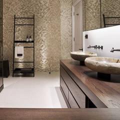 Hertfordshire Home:  Bathroom by Alessandro Isola Ltd