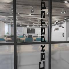 Edificios de oficinas de estilo  por Икс-Три,