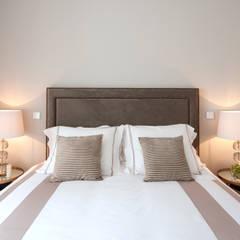 Luxury bedroom: Quartos  por Home Staging Factory