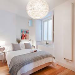 bedroom: Quartos  por Home Staging Factory
