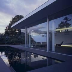 伊豆高原の家: 水谷壮市が手掛けたプールです。