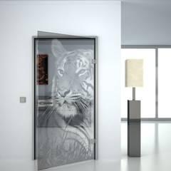 Glastüren mit gelaserten Motiven:  Glastür von Lionidas Design GmbH,