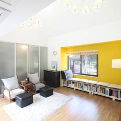 Salas de estilo moderno de 주택설계전문 디자인그룹 홈스타일토토 Moderno