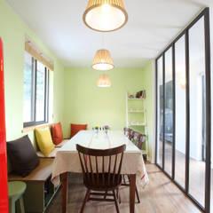 Comedores de estilo moderno de 주택설계전문 디자인그룹 홈스타일토토 Moderno