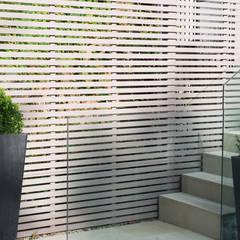 Garden fence:  Garden by DDWH Architects