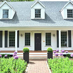 MARK ASTON by TWH Main Front: landhausstil Häuser von THE WHITE HOUSE american dream homes gmbh