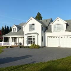 OPEN HOUSE front mit Garage:  Häuser von THE WHITE HOUSE american dream homes gmbh