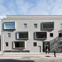 Fassadenansicht Tag:  Mehrfamilienhaus von BCO Architekten