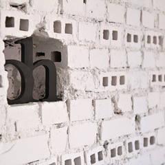Mieszkanie studenckie: styl , w kategorii Ściany zaprojektowany przez PB/STUDIO