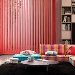 Cortinas verticales de salón - Kaaten: Salones de estilo  de Kaaten