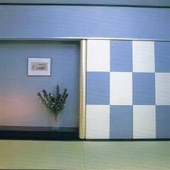 Salas multimédia  por 株式会社 山本富士雄設計事務所