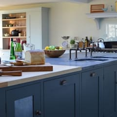 Bespoke Farmhouse Kitchen:  Kitchen by Luxmoore & Co