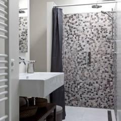 Renesse Beachhouse Moderne badkamers van SMEELE Ontwerpt & Realiseert Modern