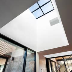 단산리주택 Dansanli House: ADF Architects의  창문