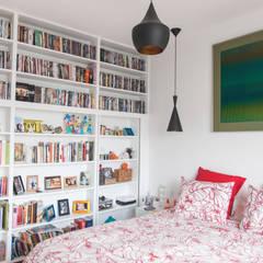 Projekty,  Małe sypialnie zaprojektowane przez Lise Compain