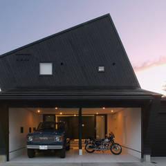Black: アースワーク一級建築士事務所が手掛けたガレージです。