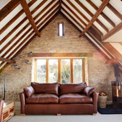 Sustainable Barn Conversion:  Living room by Hart Design and Construction