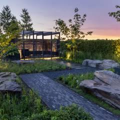 Inszenierte Abendstimmung Moderner Garten von GartenLandschaft Berg & Co. GmbH Modern