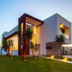 Residência Unifamiliar Condomínio Alphaville Londrina 2: modern Houses by Tony Santos Arquitetura