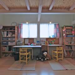 大きなお庭の2世帯住宅: ジェイ石田アソシエイツが手掛けた子供部屋です。