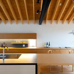 Kitchen by 望月建築アトリエ,
