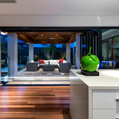 Floreat Residence:  Terrace by Moda Interiors