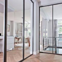 Corridor & hallway by Kodde Architecten bna,