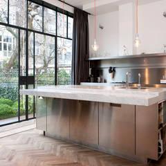 Herenpand met originele uitstraling Moderne keukens van Kodde Architecten bna Modern