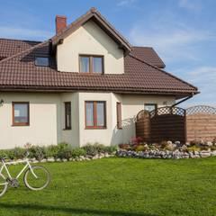 Dom z Głębokiej, home staging: styl kolonialne, w kategorii Domy zaprojektowany przez Sceny Domowe