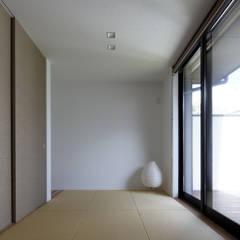 Ruang Multimedia oleh タカオジュン建築設計事務所-JUNTAKAO.ARCHITECTS-, Modern