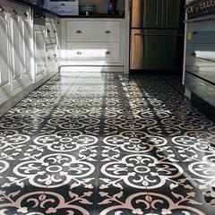 Creative Tiles Ideas: Cocinas de estilo  de Suelos Hidráulicos Demosaica