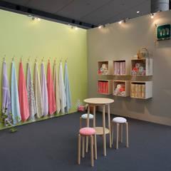 Sinne Centros de exposições escandinavos por tona BY RIKA KAWATO / tonaデザイン事務所 Escandinavo