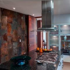 CAMPESTRE 752: Cocinas de estilo  por GRUPO VOLTA