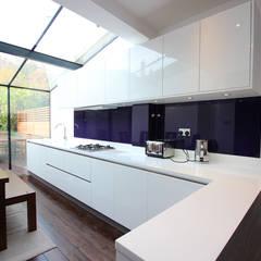 Gloss Kitchens:  Kitchen by LWK Kitchens