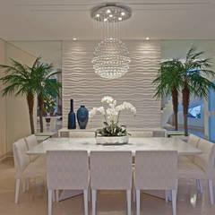 Casa Chelsea: Salas de jantar  por Designer de Interiores e Paisagista Iara Kílaris,Moderno