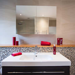 Mr & Mrs G, Woking: modern Bathroom by Raycross Interiors