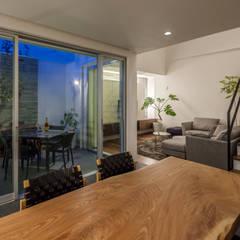 道後のコートハウス: 株式会社細川建築デザインが手掛けたダイニングです。,モダン