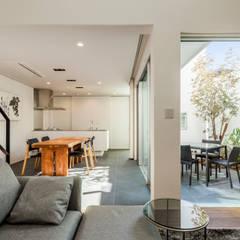 道後のコートハウス: 株式会社細川建築デザインが手掛けたダイニングです。