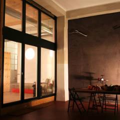 Loft ecologico a San Salvario, Torino: Terrazza in stile  di TRA - architettura condivisa