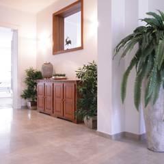 Eingang:  Flur & Diele von Home Staging Cornelia Reichel