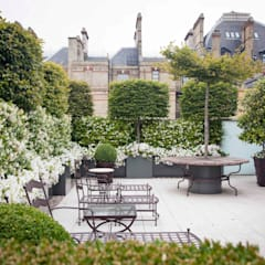 Enjoyng the city scape:  Garden by Cameron Landscapes and Gardens